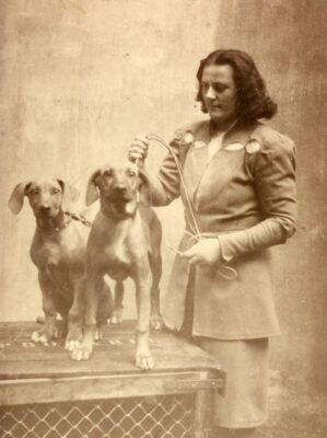 Mrs ME Goedhart Bakker-Hofbauer with Indoena In- Goyama and Ntombi In-Goyama